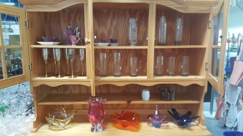 Gläser, Kaffegeschier, Holz, Kasten,