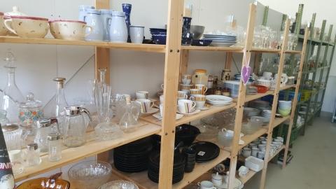 Geschirr, Kaffeehäferl, Gläser, Essgeschirr, Teller,