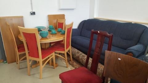 Esstisch, Holz, Sessel, Couch, Stoffcouch, Sofa, Essgeschirr,